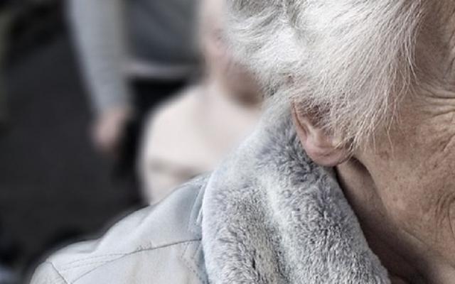 В Запорожье грабитель обокрал пожилую женщину: сорвал золотые серьги Фото № 0
