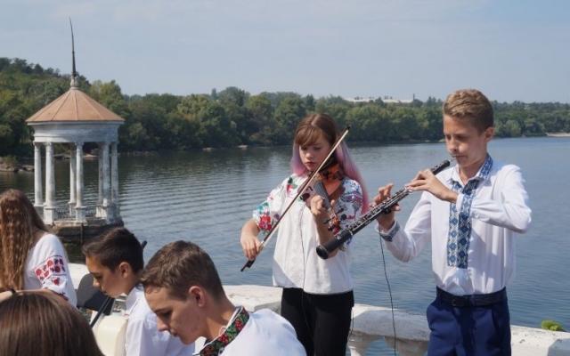 На Хортице популярная группа сняла клип с юными запорожскими талантами (ФОТО) Фото № 0