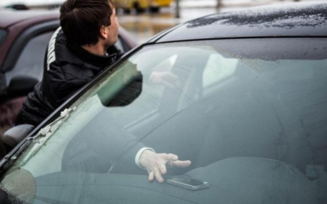 В Запорожье из машины похитили большую сумму денег, воры скрылись от погони Фото № 0