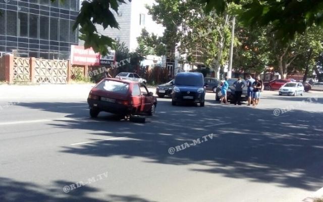 В Запорожской области в результате аварии у машины оторвало колесо (ФОТО) Фото № 0