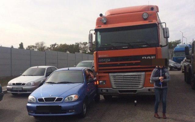 Daewoo Lanos и DAF в Запорожье стали причиной километровой пробки (ФОТО) Фото № 0