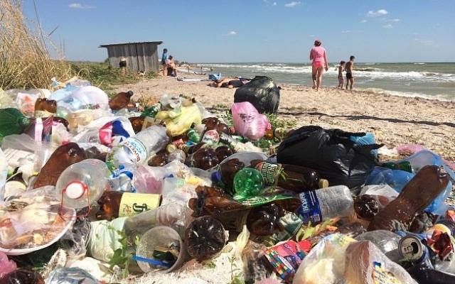 Курортники загадили пляжи Азовского моря (ФОТОФАКТ) Фото № 0