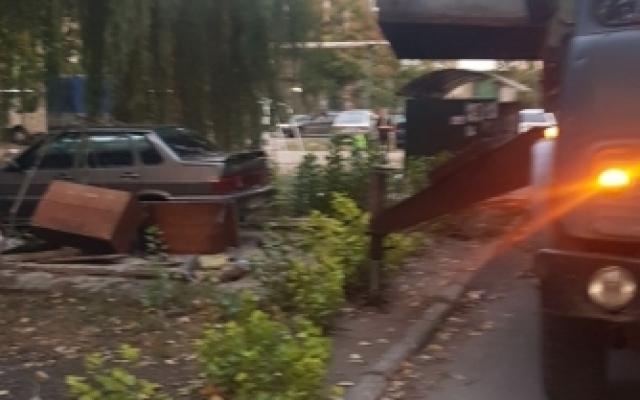 Гараж демонтировали — автомобиль оставили: в Мелитополе убрали незаконный гараж (ФОТО) Фото № 7