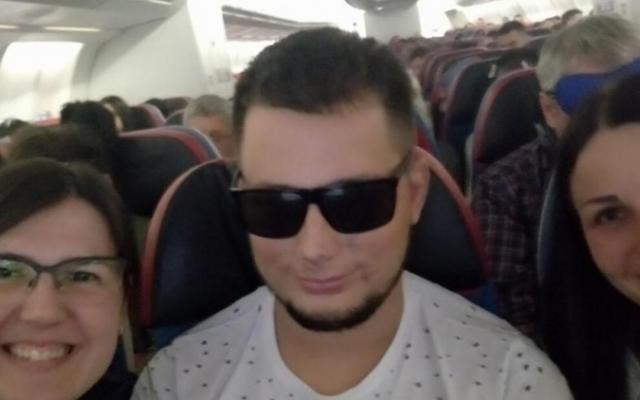 Молодой запорожский пиротехник, который ослеп после взрыва в зоне ООС, едет на лечение в Турцию (ФОТО) Фото № 1