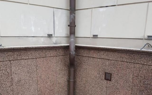 В Запорожье неизвестные нарисовали фашистские знаки на храме УПЦ (ФОТО) Фото № 0