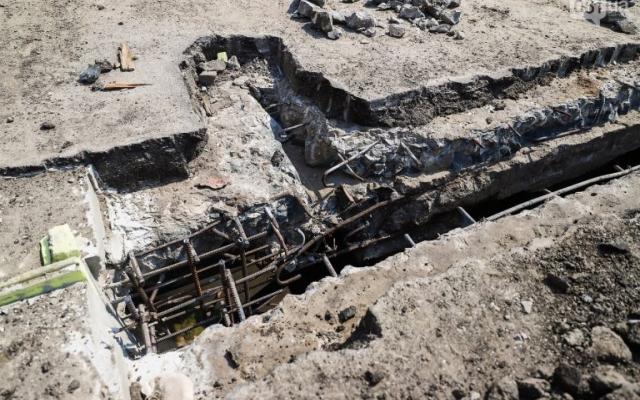 В Запорожье во время ремонта плотины нашли огромную трещину плиты (ФОТО) Фото № 1