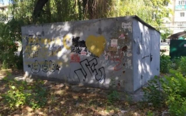 Гараж демонтировали — автомобиль оставили: в Мелитополе убрали незаконный гараж (ФОТО) Фото № 1