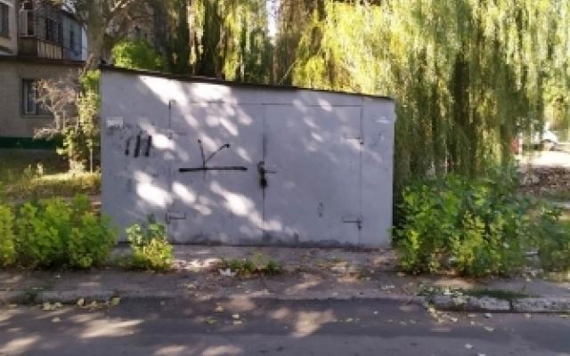 Гараж демонтировали — автомобиль оставили: в Мелитополе убрали незаконный гараж (ФОТО) Фото № 2