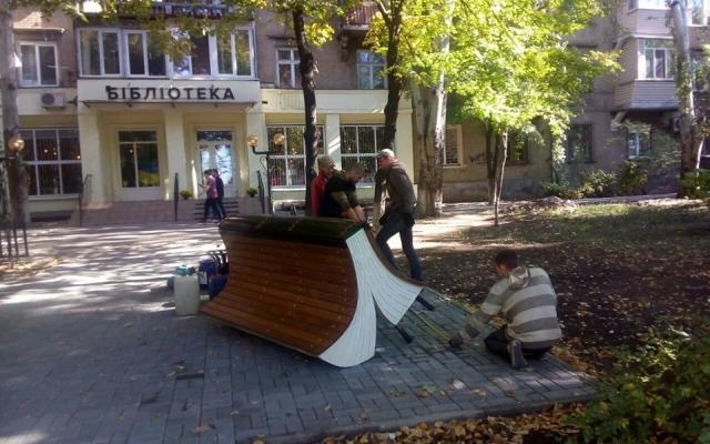 В Запорожье появились креативные скамейки (ФОТО) Фото № 0