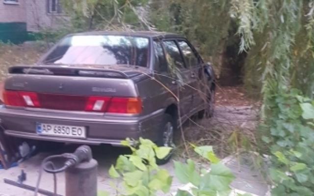Гараж демонтировали — автомобиль оставили: в Мелитополе убрали незаконный гараж (ФОТО) Фото № 8