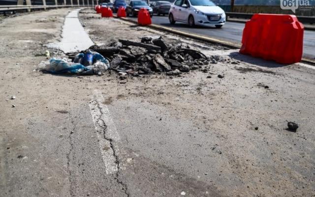 В Запорожье во время ремонта плотины нашли огромную трещину плиты (ФОТО) Фото № 0