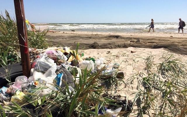 Курортники загадили пляжи Азовского моря (ФОТОФАКТ) Фото № 2