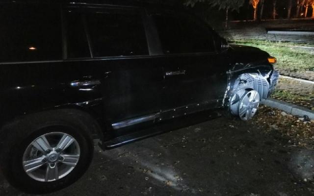 В Запорожье лихачил водитель на внедорожнике и разбил две машины (ФОТО) Фото № 0