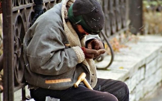 Проработал 20 лет на ЧАО «Запорожкокс», теперь живет на остановке (ФОТО) Фото № 0