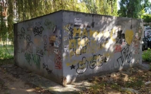 Гараж демонтировали — автомобиль оставили: в Мелитополе убрали незаконный гараж (ФОТО) Фото № 0
