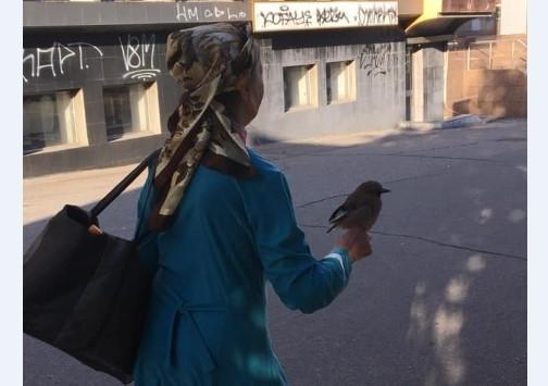 Одинокая пожилая жительница Запорожья завела необычного питомца (ФОТО) Фото № 1