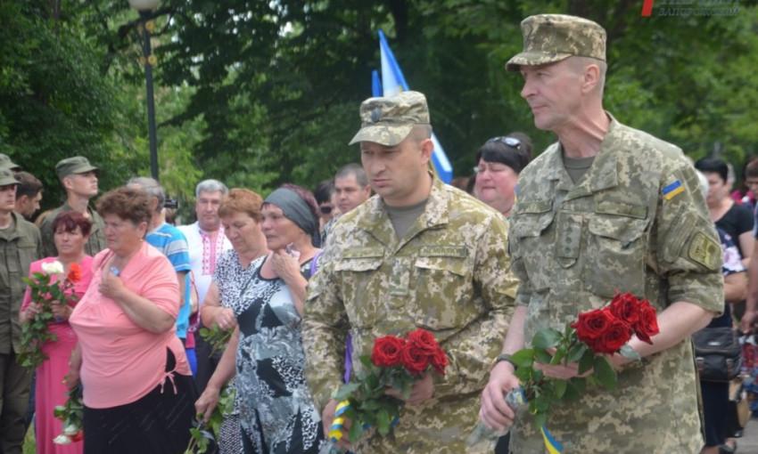 Фоторепортаж: В Запорожье прошел митинг в память погибших бойцов