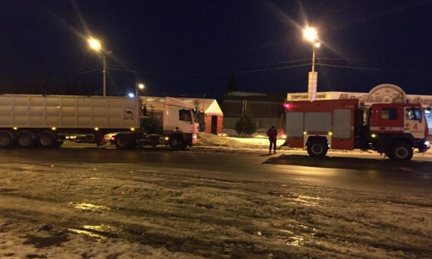 На запорожской трассе спасали грузовик (ФОТО)