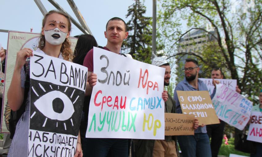 В центре Запорожья прошло шествие с монстрами