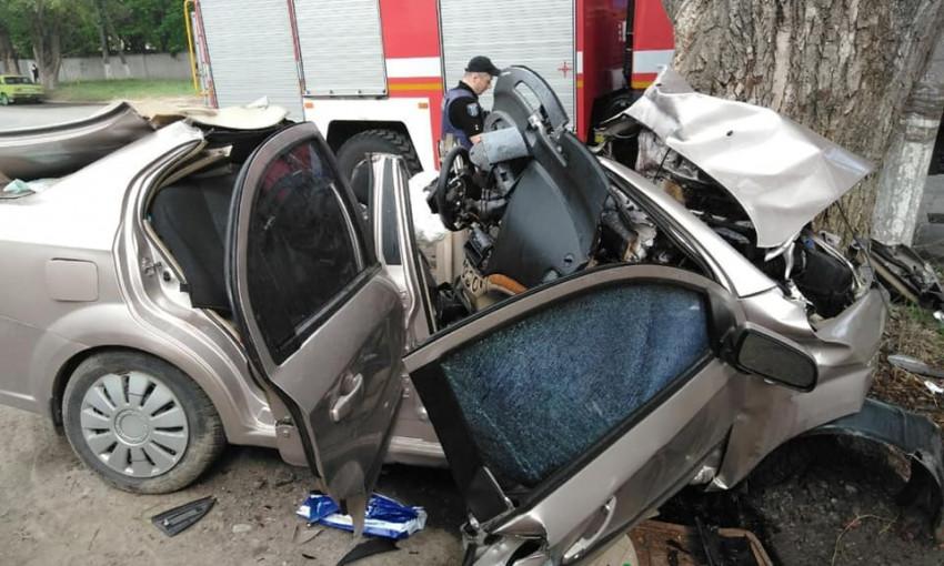 Запорожец погиб в страшной аварии в Днепре (ФОТО)